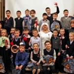 Юные Кантемировцы подарили мэрцишоры детям в Москве